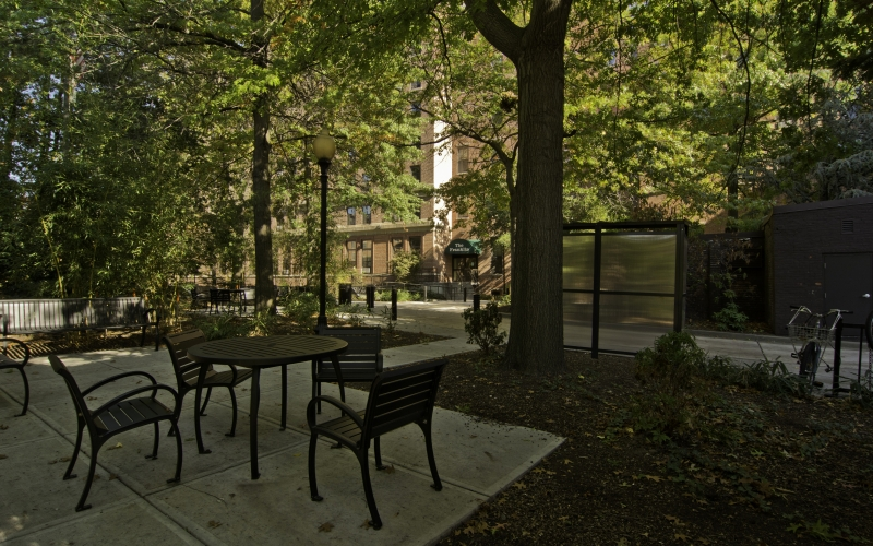 Franklin Square Apartments courtyard