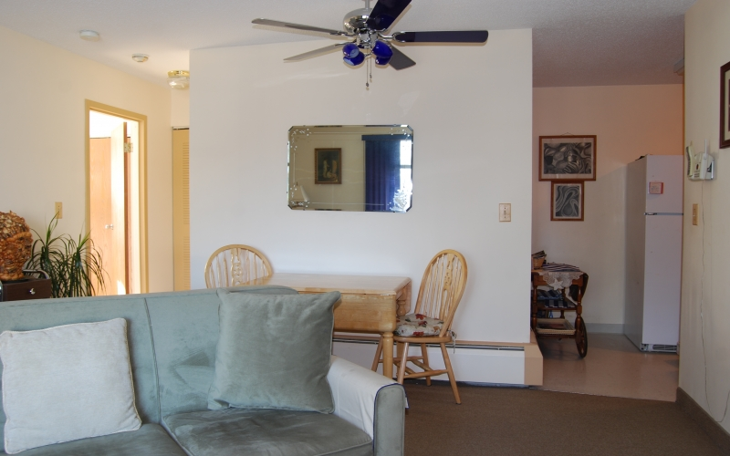 South Winds living room