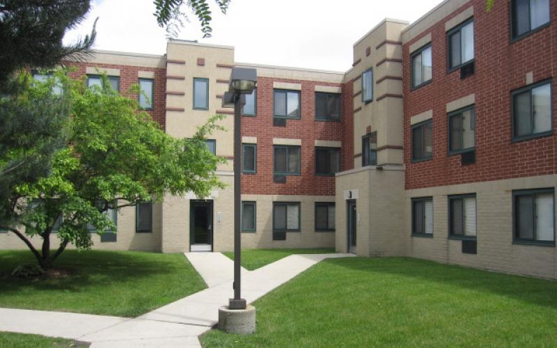 Newberry Park Apartments courtyard & exterior