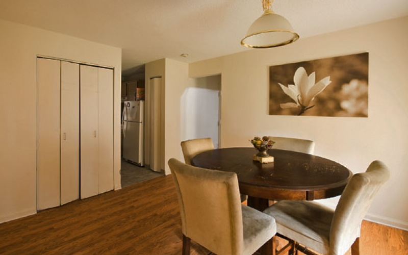 Bay Meadow Apartments unit dining room
