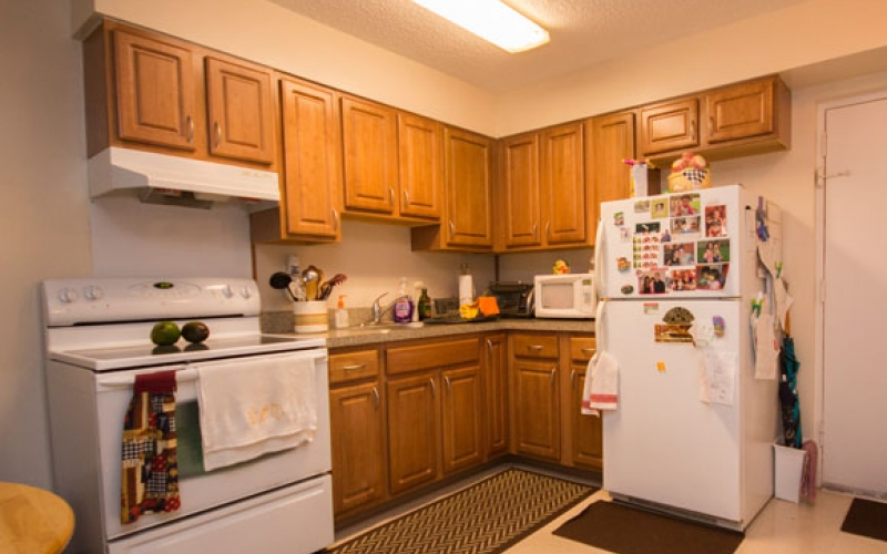 Cutler Meadows Glen Apartments unit kitchen