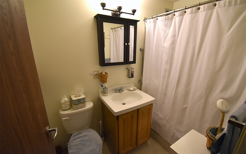 Riverview unit bathroom