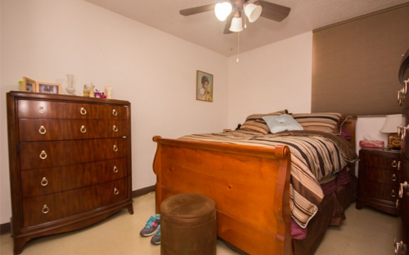 Cutler Meadows Glen Apartments unit bedroom