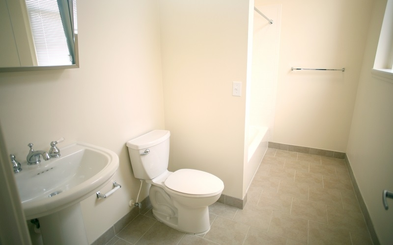 Navarre Garrone unit bathroom