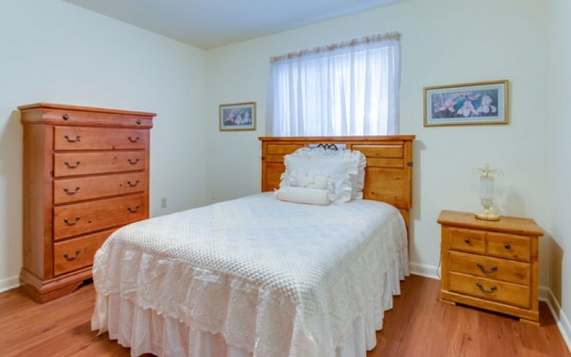 Middletowne Apartments unit bedroom