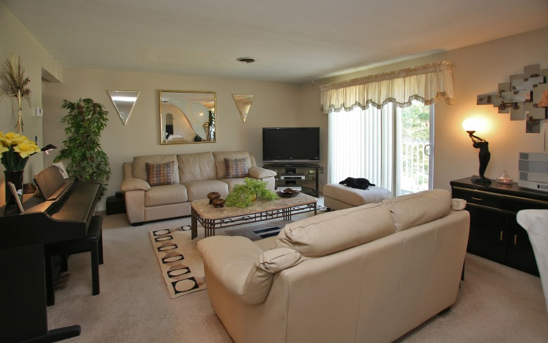 Cromwell Court unit living room