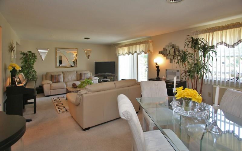 Cromwell Court livingroom