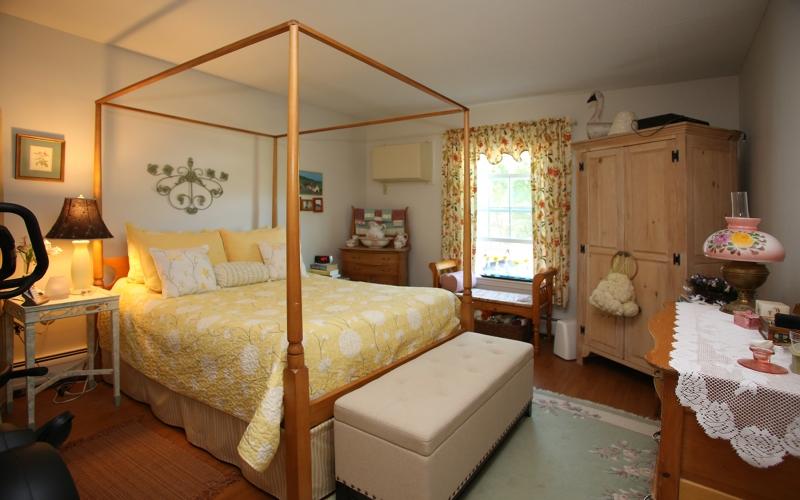 King's Landing bedroom