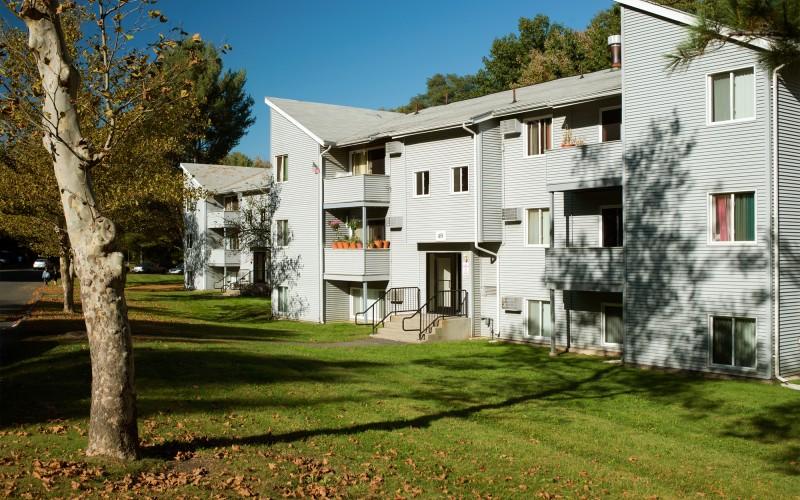 Meadowbrook Apartments exterior