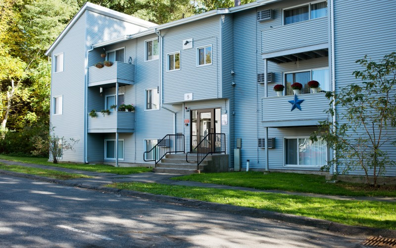 Meadowbrook Apartments exterior and entrance