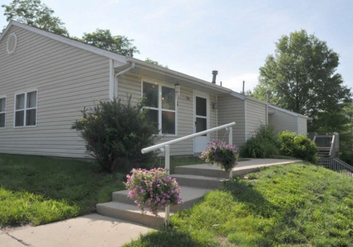 Crestview Village Apartments (MO)